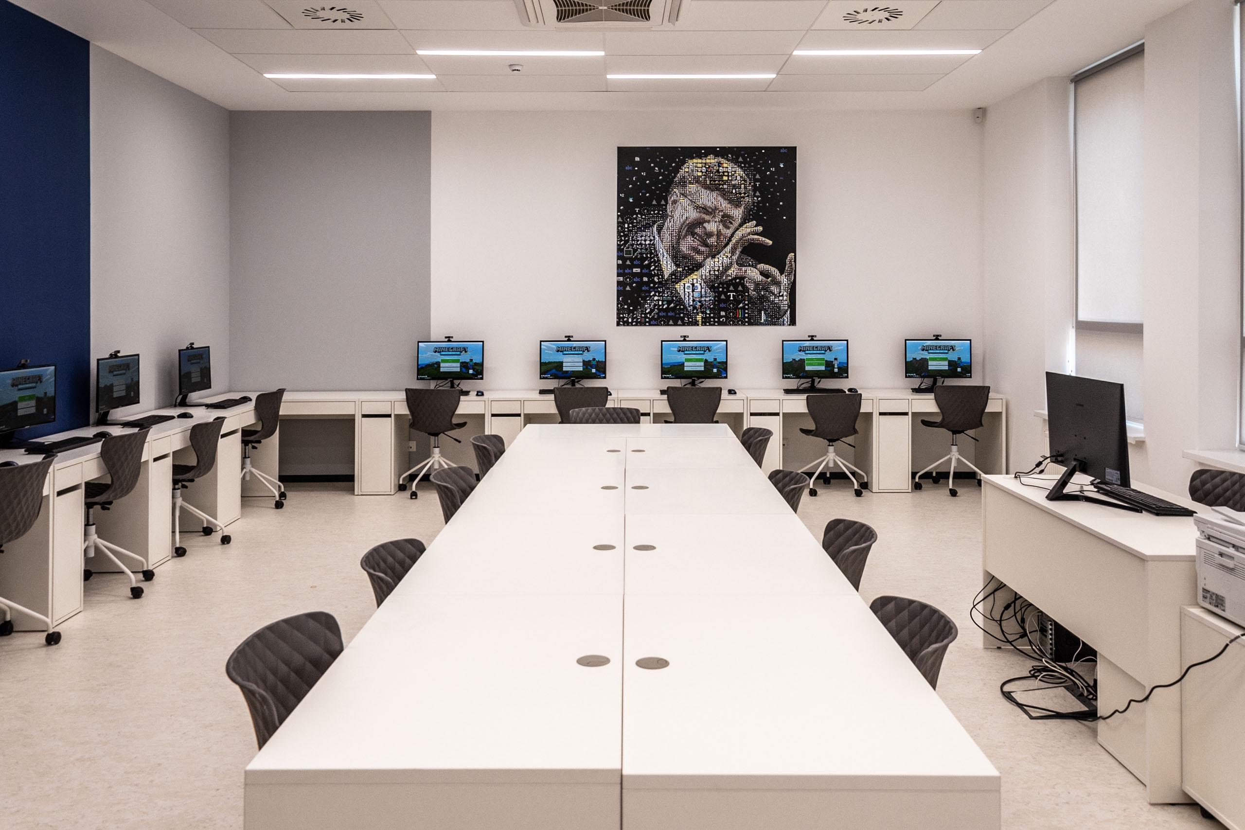 услугам гостей картинки класса с компьютерами они настолько разные
